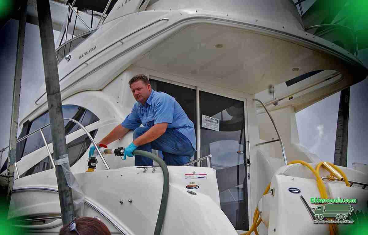 Εκκένωση και καθαρισμός σε σκάφος αναψυχής